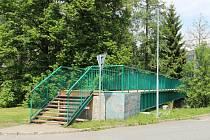 Opravu potřebovala lávka pro pěší, co vede ve Žďáře přes řeku od domu kultury k městskému úřadu.