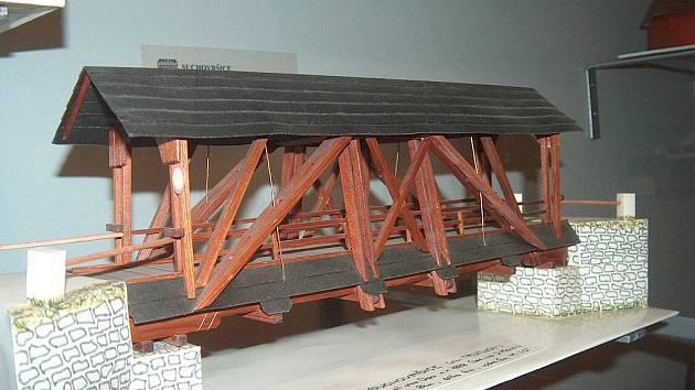 V České republice existují pouze dvě muzea, ve kterých lze najít spoustu zajímavých informací o pozemních komunikacích. Jedním z nich je Muzeum silnic ve Vikýřovicích u Šumperka, druhým Muzeum Velké Meziříčí.