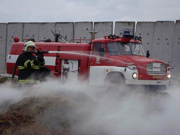 Při požáru zemědělského objektu v Hlubové na Třebíčsku zasahoval i Sbor dobrovolných hasičů Velká Bíteš.