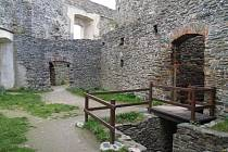 Rozsáhlý hradní areál Svojanova se zachoval až do dnešních dní.