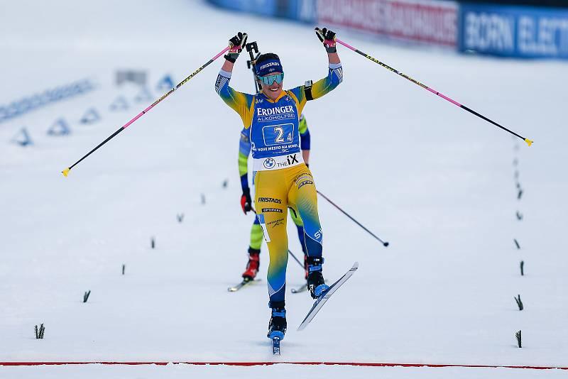 Elvíra Oeberg v závodu Světového poháru v biatlonu - štafeta 4x6 km ženy.