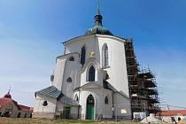 Kostel svatého Jana Nepomuckého od loňska prochází obnovou, práce budou dokončeny příští rok.