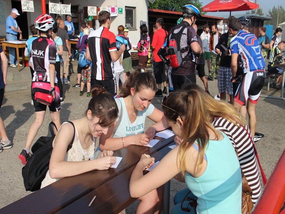 Měřínské padesátky se i letos zúčastnily stovky turistů i cyklistů.