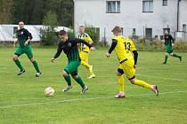 Fotbalistům Počítek (v zelenočerných dresech) se v zimě zranila brankářská jednička David Šobej. Kádr Měřína (v modro-žlutém) opustil střední záložník Vít Procházka.