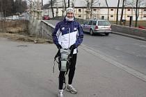 Vytrvalec Marek Řízek včera běžel ze Žďáru do Chotěboře. V neděli má být v rodném Děčíně.