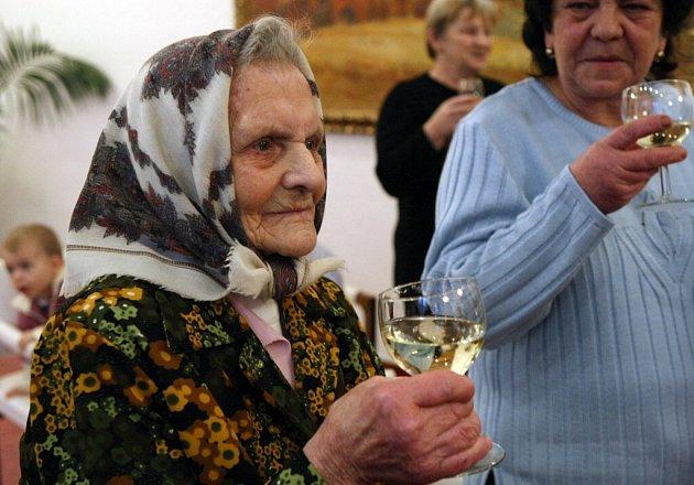 Ve čtvrtek tomu bylo přesně sto let, co poprvé spatřila světlo světa Marie Robotková. Je tak třetí nejstarší bítešskou obyvatelkou.