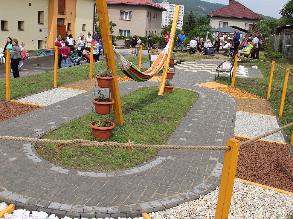 Zahrada pro Zdislavu byla slavnostně otevřena.