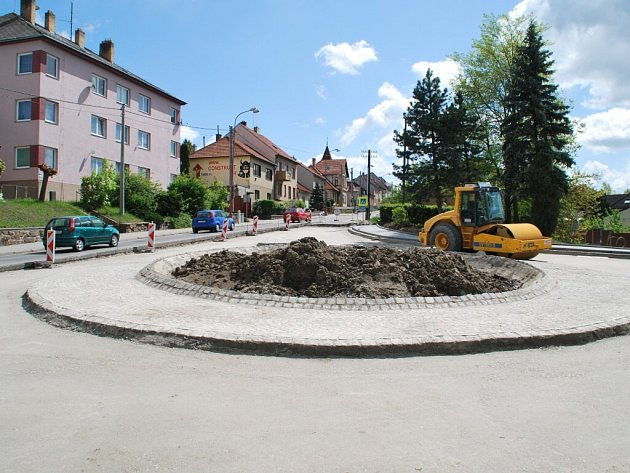 Oprava hlavního průtahu Velkým Meziříčím znepříjemní život hlavně obyvatelům městské části Karlov.