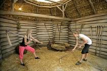 Bystřické centrum Eden, které se chystá na oslavy slunovratu, je zaměřeno na poznávání venkovského života předků. Lidé se při návštěvě dovědí, jak se například vaří pivo, a mohou se také učit starým řemeslům.