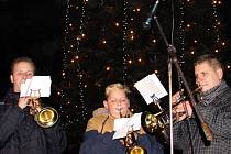 V Novém Městě v sobotu rozsvítili vánoční strom.
