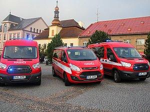 Nové auto si odváželi hasiči z Olešné, Slavkovic a Petrovic