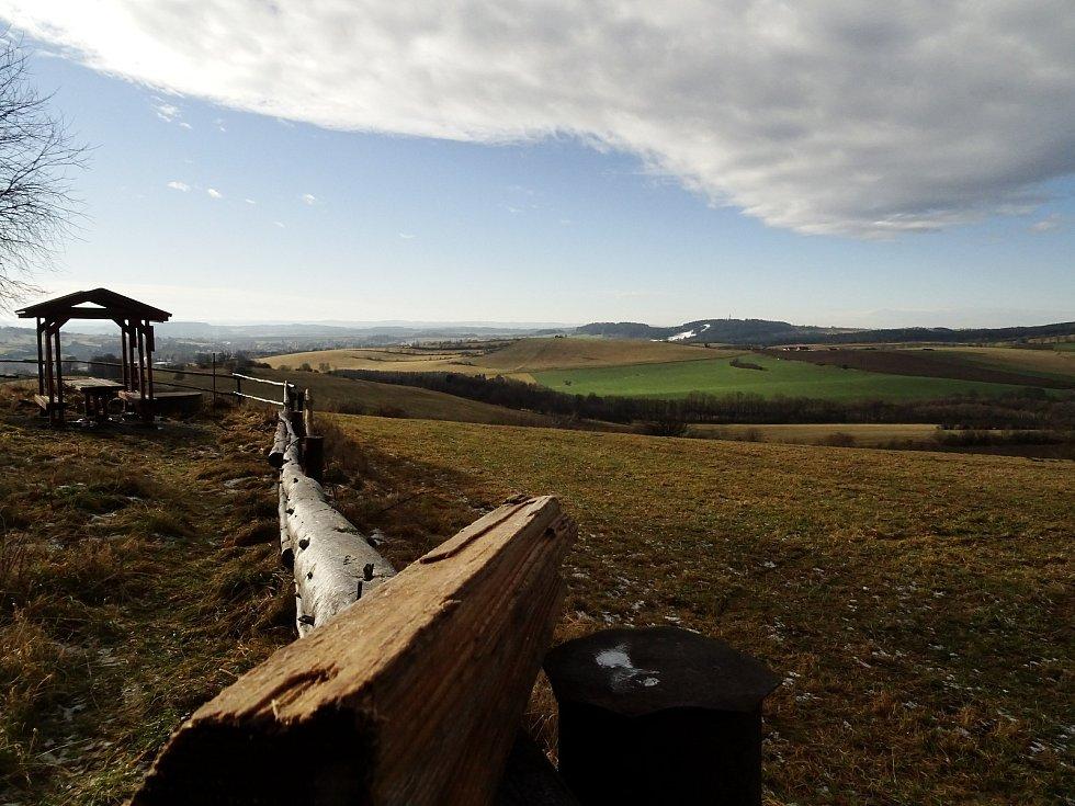 Vávrova skála nabízí výhled na Harusův kopec.