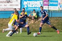 Na první domácí vítězství stále ještě čekají fotbalisté Nového Města (v modrém) v letošním ročníku třetí ligy.