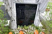 Ostatky padlých jsou nyní uloženy do dvou válečných hrobů.