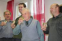 Známý žďárský maratonec Alois Bradáč se včera dožil životního jubilea. Své 70. narozeniny oslavil v kruhu své rodiny a svých známých.