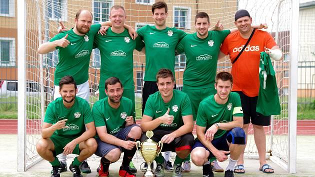 Letošnímu ročníku Žďárské ligy malé kopané vládli hráči omlazeného Kozel Teamu (na snímku).