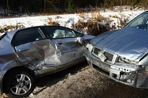 Jihomoravští záchranáři za jednu hodinu, mezi půl šestou a půl sedmou, vyjížděli až k pěti nehodám. Ilustrační foto.