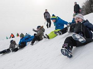 Pololetní prázdniny si děti užívaly na sněhu