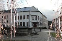 Objekt patřící Všeobecné zdravotní pojišťovně by mohl poskytovat zázemí dětem navštěvujícím Základní uměleckou školu Jana Štursy.