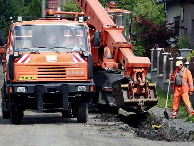 Oprava silnice v Polničce.