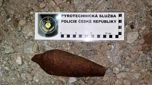 Tříštivá dělostřelecká mina ráže 82 mm sovětské výroby z období druhé světové války.