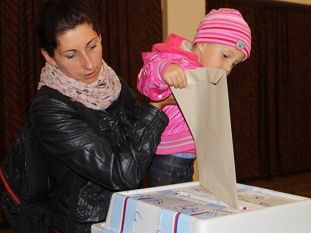 Z voleb ve Svratce v pátek 10. října 2014.