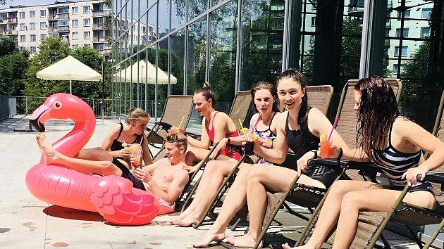 V letní nabídce je sluneční terasa, speciální míchané nápoje nebo masáž horkými mušlemi.