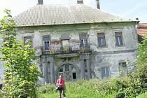 Areál Nového dvora, který se nachází jižně od města Bystřice, představuje téměř zapomenutý a dosud historicky a památkově zcela nedoceněný objekt.