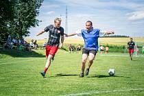 V semifinále loňského ročníku Agrostroj cupu na sebe narazili hráči Seniors (v modrém dresu Milan Šandera) a později vítězného Agrostroje.