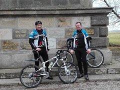 Hned za první dva dubnové dny objel všech dvacet vrcholů letošní Vrchařské koruny Vysočiny tým velkomeziříčských cyklistů ve složení Jaroslav Švihálek a Milan Žanda.