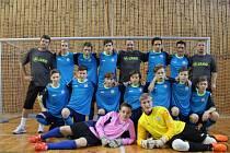 Na domácím halovém turnaji žďárští starší žáci U15 (na snímku) postoupili ze základní skupiny, ve vyřazovací části už ale na své kvalitní soupeře nestačili.