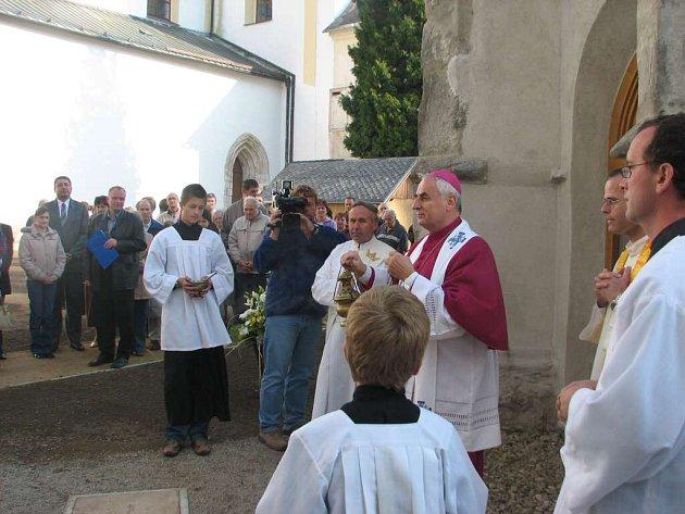 Žďárská pouť si zachovává i svou duchovní část.