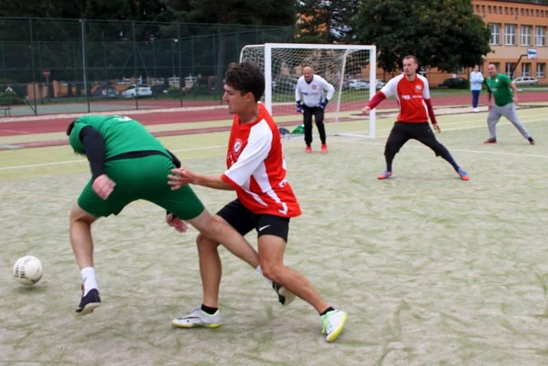 Třetí kolo letošního ročníku Žďárské ligy malé kopané bylo bohaté na nečekané výsledky. Přineslo také spoustu remízových utkání.