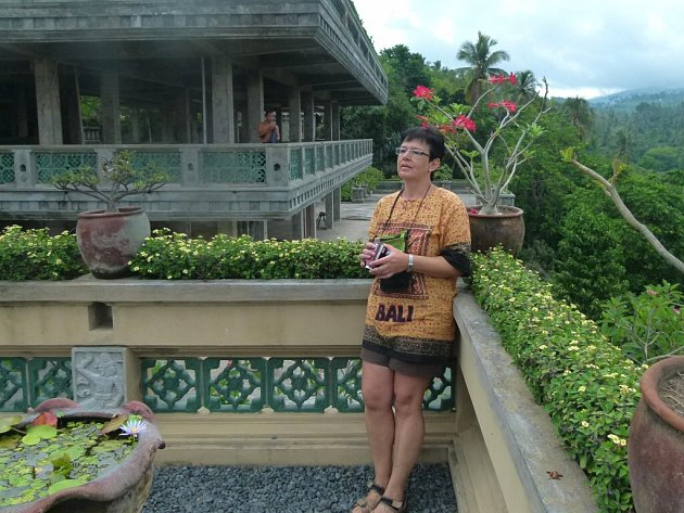 Dagmar Mundochová (na fotografii) procestovala spolu s manželem velký kus světa. Ráda se vrací do Chorvatska, uchvátila ji Asie a Bali. Nejlepší podmínky pro potápění, kterému se ráda věnuje, jsou podle ní u Thajska.