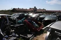 Čtyřčlenný gang odvážel kradená auta z Brna do stodoly na Žďársku, kde z nich vykuchal náhradní díly nebo složil nové vozy.