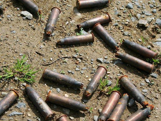 Policie zajistila u Bohuslava Chytrého mimo jiné tisíce nábojů, zbraně nebo jejich části, trhaviny, střelný prach nebo granáty. Ilustrační foto.