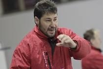 Hodně podobnou přípravu jako v předchozích letech naordinuje během následujících dvou měsíců svým svěřencům žďárský trenér Martin Sobotka (na snímku).
