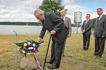 Prezident Miloš Zeman uctil památku zavražděného Petra Vejvody