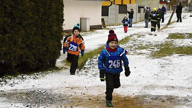 Jubilejní padesátý silvestrovský běh na historických lyžích v Polničce.