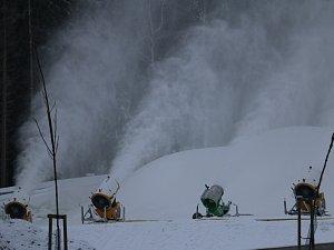 Plnění zásobníku na sníh