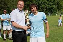 Jaroslav Beneš (vlevo), povede Okresní fotbalový svaz Žďár nad Sázavou další čtyři roky.