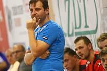 Trenér Marek Michalisko sledoval na Memoriálu Josefa Smékala kromě novoveselských hráčů i případné zahraniční posily. Tým podal nejlepší výkon proti Hranicím.