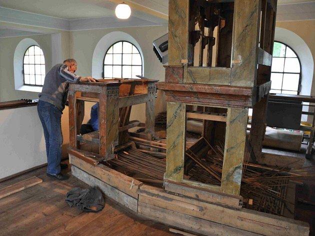 Oprava křižáneckých varhan si vyžádá více než 300 tisíc korun, zatím se podařilo sehnat asi 200 tisíc.