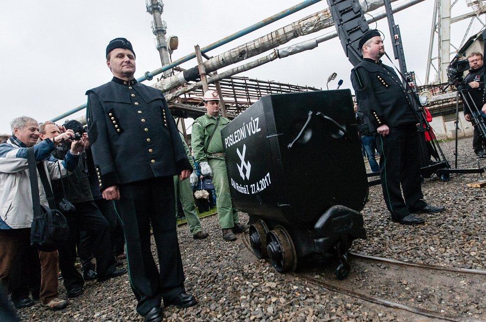 Horníci vyvezli 27. dubna poslední vůz uranové rudy z dolu Rožná I v Dolní Rožínce na Žďársku. Důl Rožná I je posledním uranovým dolem jak na území České republiky, tak i ve střední Evropě. V provozu byl od 1957 do roku 2016.