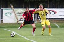 Oba začínali doma a oba dopadli stejně neslavně. Fotbalisté Moravce (v pruhovaném) i Bohdalova (ve žlutém) vyšli v úvodu nového ročníku naprázdno.