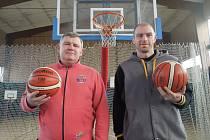 Odchovanci Žďáru Tomáš Martinec (vlevo)  a o třináct let mladší Roman Bednář  se vrátili zpátky na Vysočinu. V oddíle, který přejmenovali na Basketbalový klub Vlci Žďár nad Sázavou, už půl roku zastávají funkce předsedy a místopředsedy.