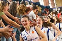 Žďárské juniorky ročníku narození 1998 a mladší zůstanou extraligové i v příští sezoně. Tým kolem kapitánky Lady Štěpánkové mohl slavit.