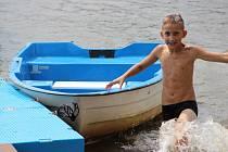 V současných horkých dnech jsou na Žďársku vyhledávaným místem nejen veřejné bazény, ale také přírodní rybníky. Na Pilské nádrži je podle hygienických rozborů stále kvalitní voda.