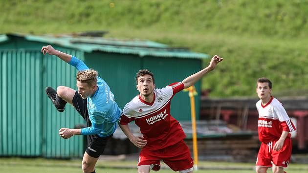 Útočník Havlíčkova Brodu Jan Žila (na snímku v červeném dresu Bystřice) zaznamenal ve třech utkáních nového divizního ročníku pět branek.