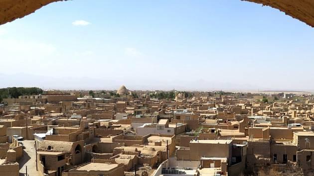 Meybod - Pouštní město ve středu země. Ač se to nezdá, domy jsou často několikapatrové městské paláce stavěné do hloubky.